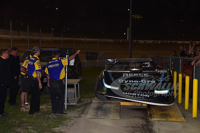 Scott Bloomquist failed to make weight after crossing the finish line ahead of Jonathan Davenport