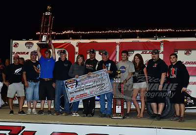 Jonathan Davenport and crew in Victory Lane