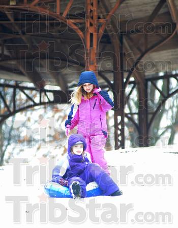 MET 020115 SNOW SLEDDING WOODWARD
