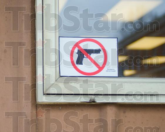 MET 012215 NO GUN SIGN
