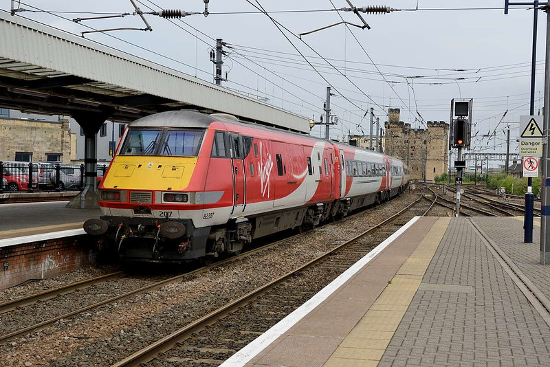 14 July 2015 :: 82207 is pictured on the rear of 1S18, the 1300 Kings Cross to Edinburgh at Newcastle
