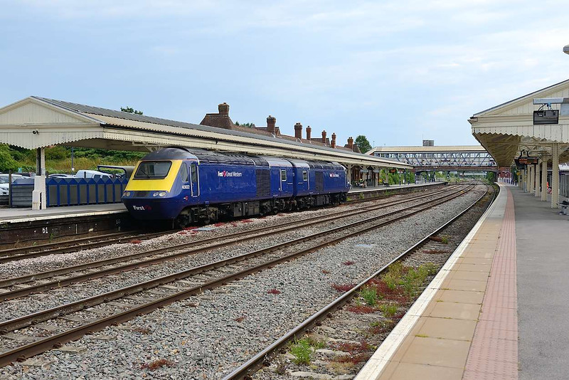 1 July 2015 :: HST Power Car move from Laira to Old Oak Common (OZ70) is seen passing through Newbury.  The vehicle numbers are 43152 leading with 43022
