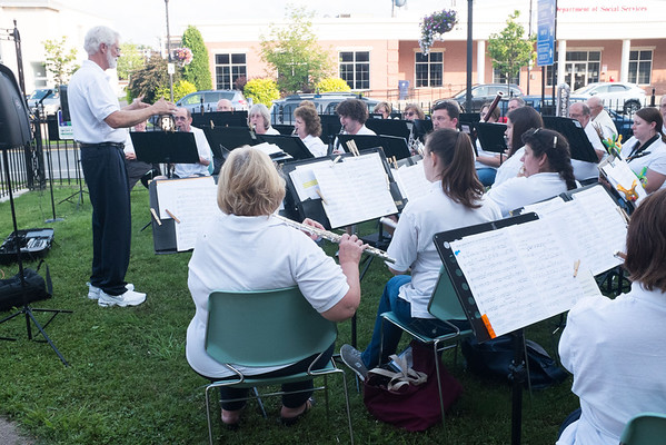 JOED VIERA/STAFF PHOTOGRAPHER-Lockprot, NY-The Lockport Community Band performs in front of the Lockport Public Library.