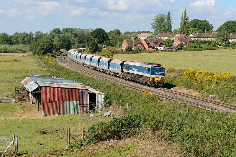 "31 July 2015 :: The approaches to the bridge over the railway at Aldermaston has recently been cleared of trees and bushes which has provided a clear view of the surrounding area and a vantage point where I photographed 59102 with 7A09 the ""Jumbo"" stone train from Merehead to Acton"