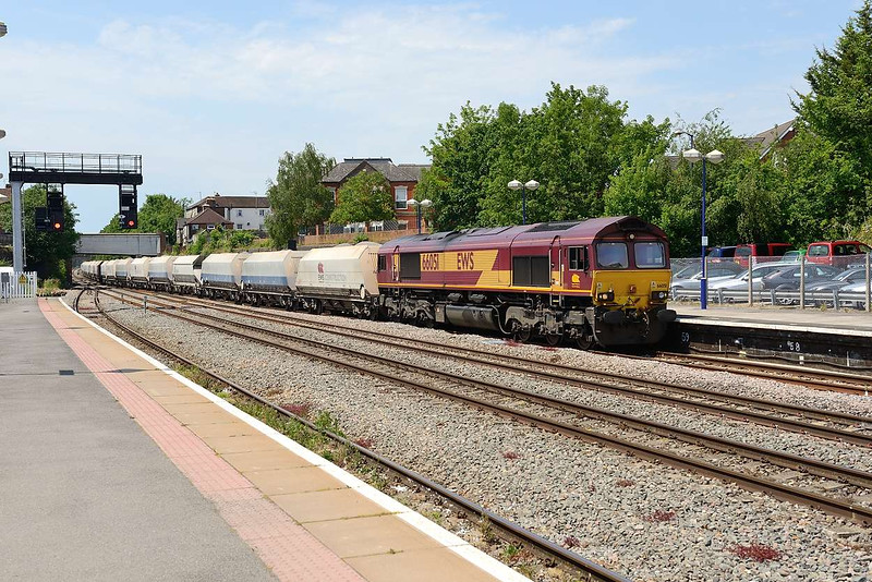 1 July 2015 :: 66051 is pictured at Newbury with 6A26 from Whatley to Hayes & Harlington