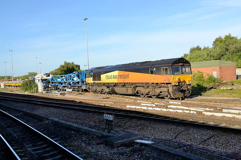 6 June 2015 :: 66847 is pictured in the yard at Eastleigh ready to work an engineering train