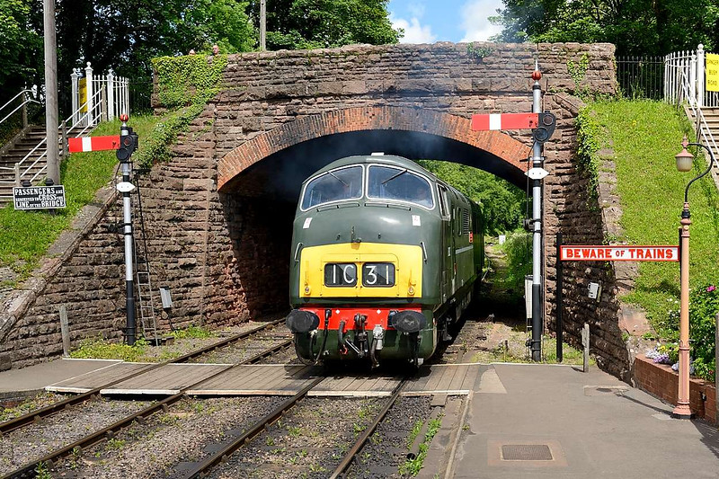 6 June 2015 :: D832 Onslaught running round its train at Bishops Lydeard