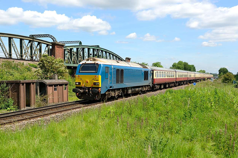 15 June 2015 :: 67003 is seen passing Battledown Flyover working ECS train 5O61 from Wembley to Eastleigh