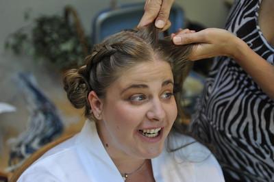 Tarena braids Kelly's hair