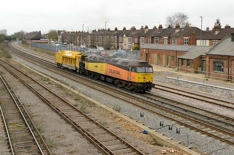 9 March 2015 :: 47727 is seen arriving at Eastleigh having worked 6C51 with the Railvac from Liskeard