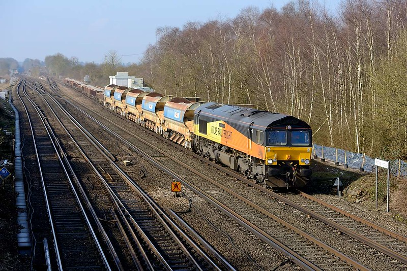 25 March 2015 :: 66850 is passing Worting with 6Y41 from Eastleigh to Hoo Junction