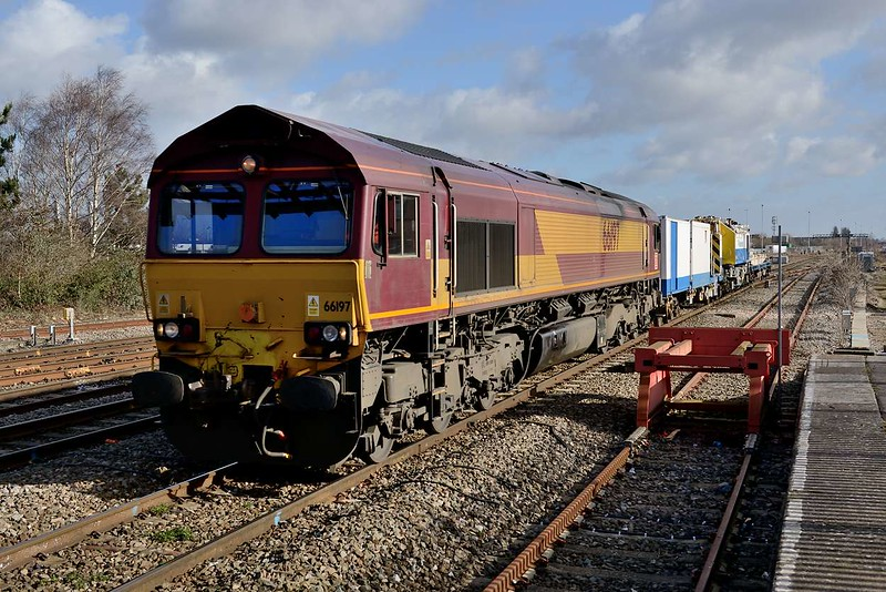 1 March 2015 :: 66197 along with a Balfour Beatty crane is at Swindon working 6W25 from Southall to Westbury