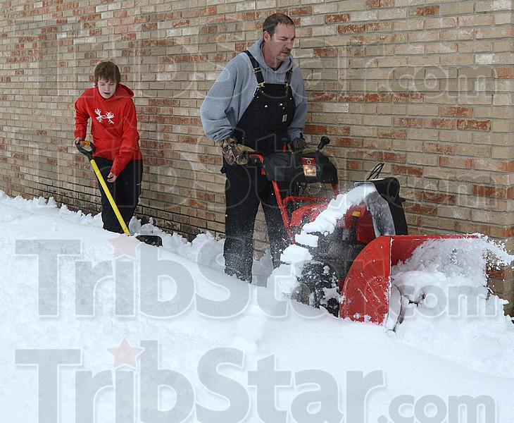 MET 030115 ELS SNOW BLOWING MIKE FRENCH