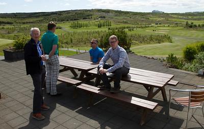 Tryggvi ræsir og Friðjón veitingamaður nutu sólarinnar í Grafarholti.