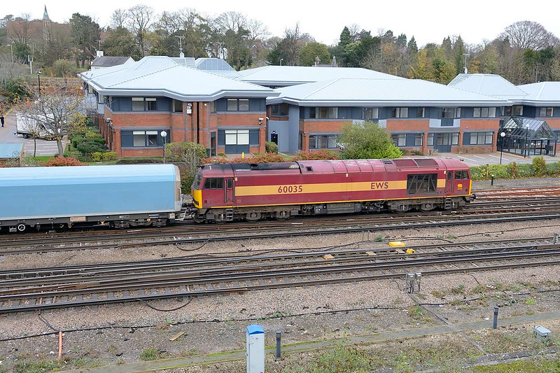 18 November 2015 :: 60035 is seen approaching Basingstoke Station with 6M52, empty car carriers from Southampton to the Jaguar factory at Castle Bromwich