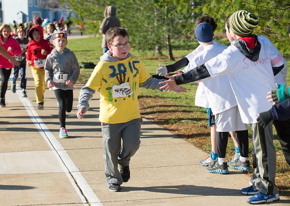 JOED VIERA/STAFF PHOTOGRAPHER Lockport, NY- Students run in the 3rd Annual Turkey Trot.