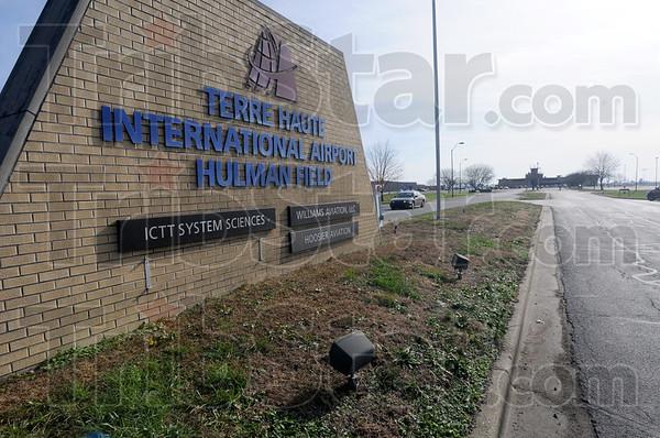 MET112315airport sign