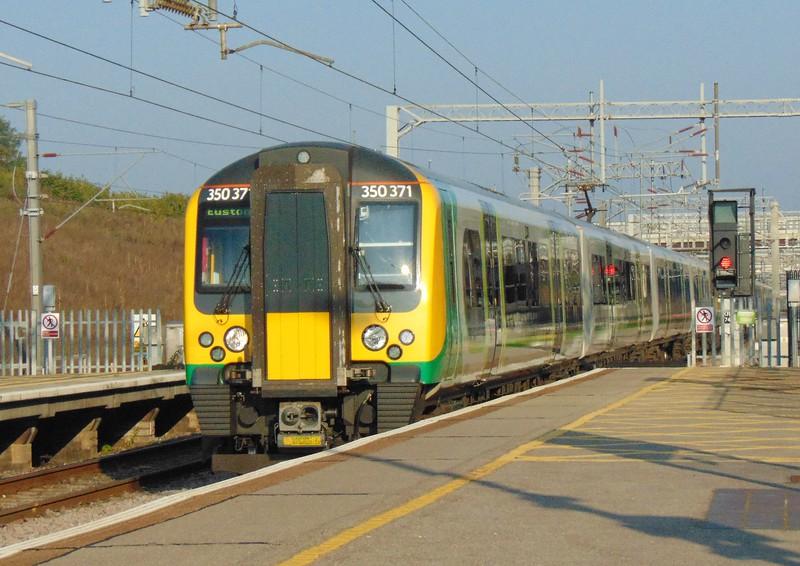 London Midland Class 350 Desiro no. 350371 arriving at Milton Keynes Central.