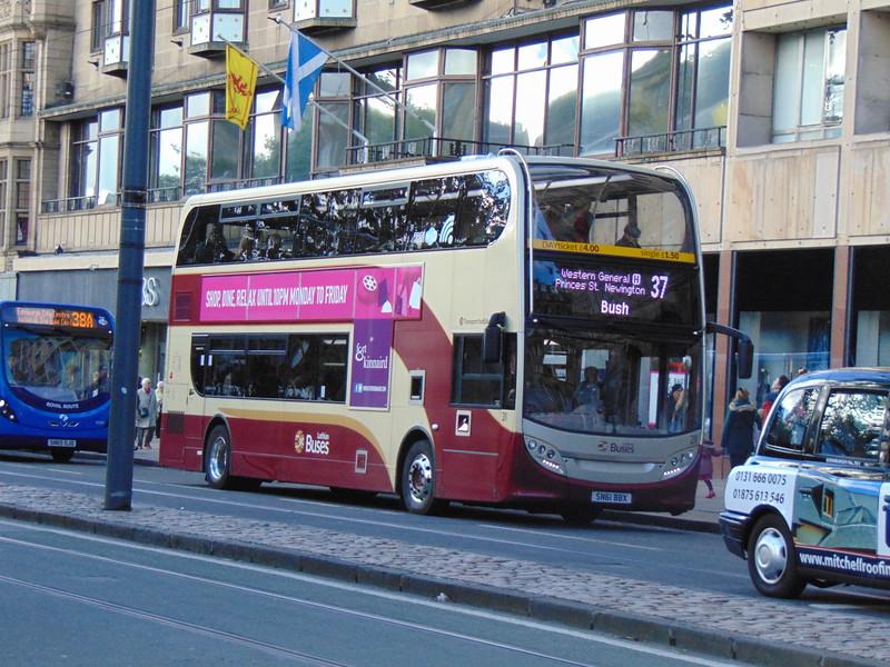 Lothian Buses Enviro 400 SN61BBX 211 in Edinburgh on the 37 to Bush.