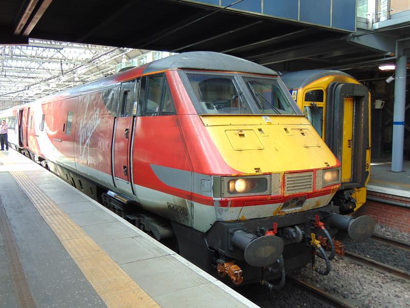 Virgin Trains East Coast DVT no. 82220 at Edinburgh Waverley on a London Kings Cross service.