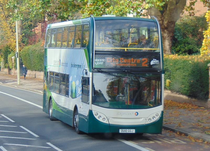 Stagecoach hybrid Enviro 400 OU10GGJ 12004 in Oxford on the 2.