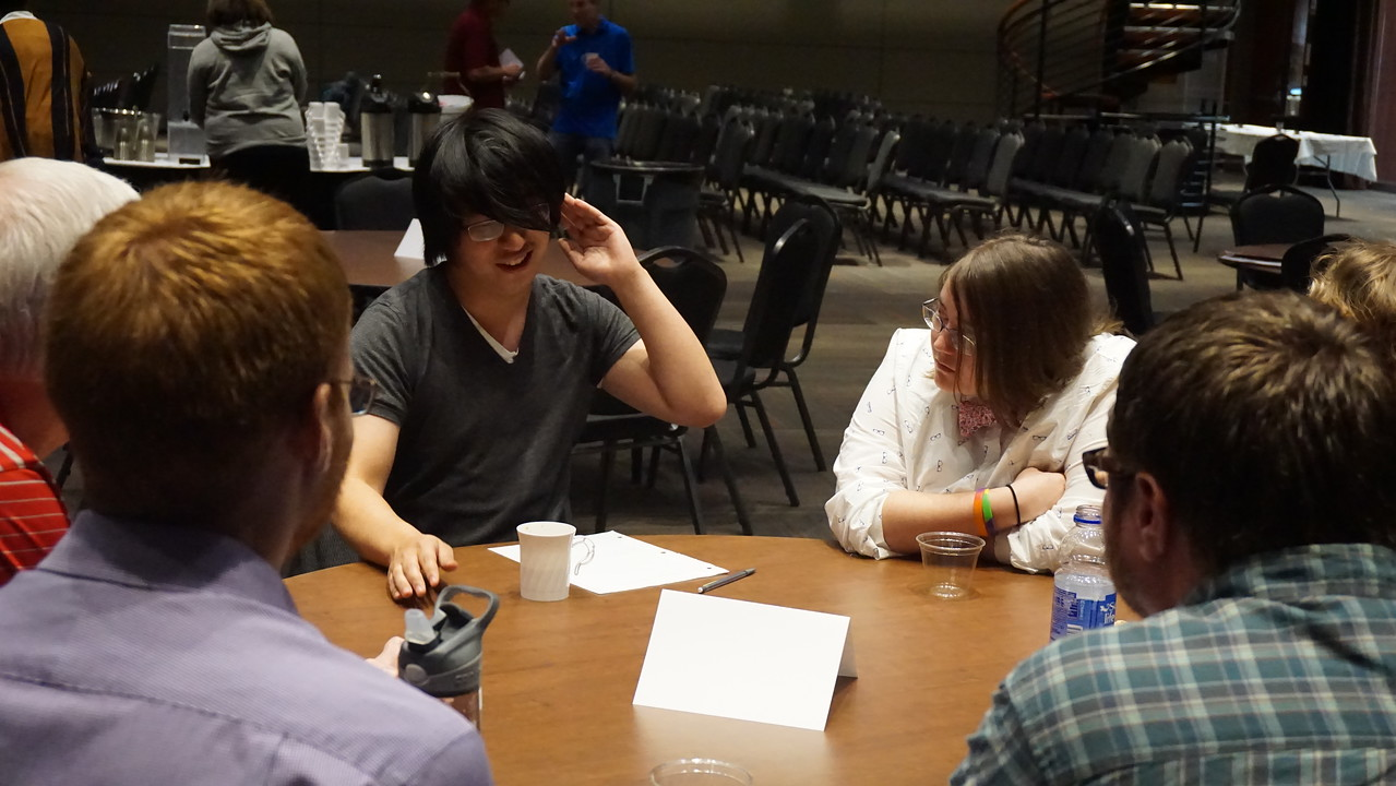 At the end of the event attendees had the opportunity to discuss specific topics in more detail.