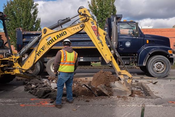 JOED VIERA/STAFF Lockport, NY-A Lockport Water Department crew works on a broken water main on Walnut Street.