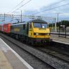90016 2106/4s88 Felixstowe-Coatbridge passes Milton Keynes  15/07/15.