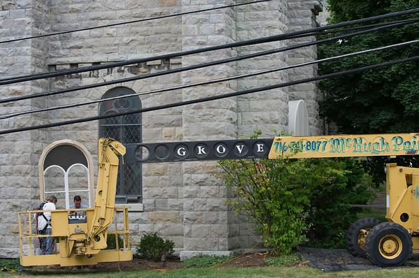 JOED VIERA/STAFF PHOTOGRAPHER-Lockport, NY-Windows are reinstalled at First Presbyterian Church.