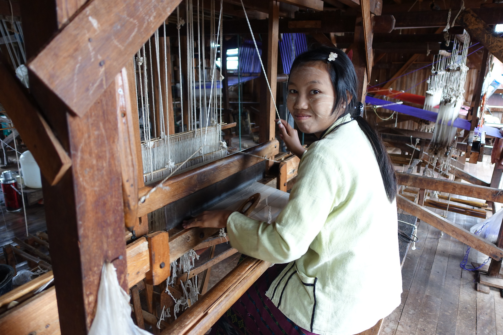 Inle Lake – Silk and Lotus Weaving