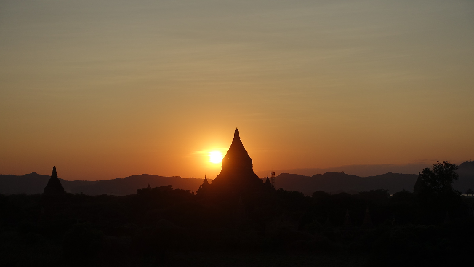 Bagan – Our First Sunset