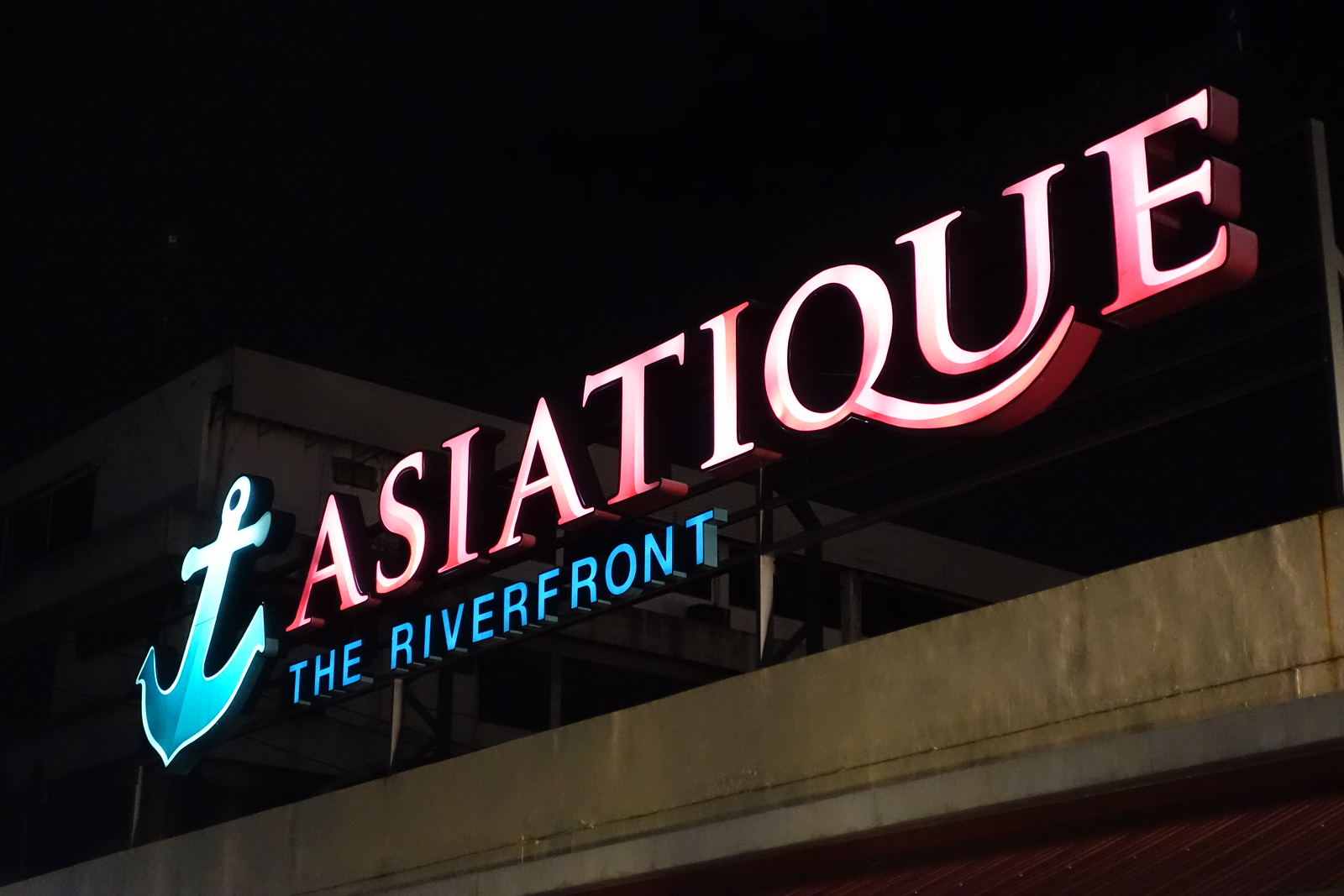 One Night at Asiatique The Riverfront
