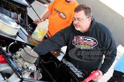 Pro Power Engines' Bill Schlieper tunes on an engine
