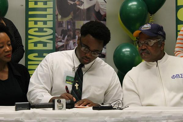 Vincent Signing