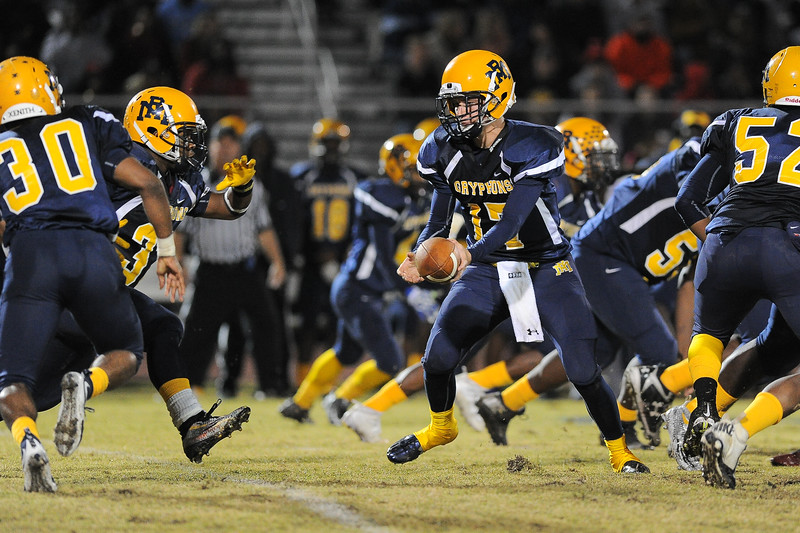 Rocky Mount Forrest Bell (17) Rocky Mount defeats Southern Nash 35-14 Friday evening October 30, 2015 in Rocky Mount, NC (Photos by Anthony Barham / WRAL contributor.)