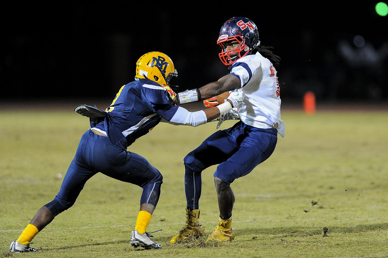 "Southern Nash Nadir ""flash"" thompson (7) and Rocky Mount Jac'quel Walker (2) Rocky Mount defeats Southern Nash 35-14 Friday evening October 30, 2015 in Rocky Mount, NC (Photos by Anthony Barham / WRAL contributor.)"