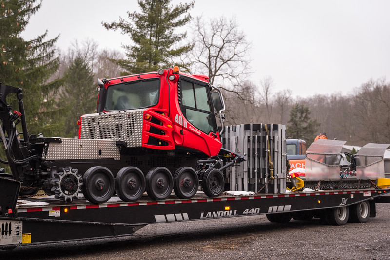New Snow Cat Arrival - Pisten Bully 400 - Snow Trails