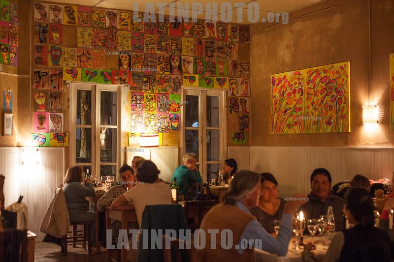 Argentina : El Nuevo Progreso , Cocina y arte . Cocina Regional Norteña , Tilcara , Quebrada de Humahuaca , Jujuy / Argentinien : Restaurant © Marcelo Somma/LATINPHOTO.org