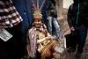 PERU - CUZCO - 12/04/2015 - Hombre con vestimenta tradicional, disfrazado de rey INCA masca hojas de coca en las calles de Cuzco / Man on traditional dress, performing as an Inca King , chewing coca leaves on the streets of Cuzco / Peru : Mann in traditioneller Kleidung , verkleidet als König INCA kaut Kokablätter in einer Strasse in Cuzco<br /> © Bruno Bertagna/LATINPHOTO.org