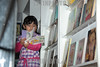Mexico : nina / girl reading a children's book / Mexiko :  Ein Mädchen liest ein Kinderbuch © Nayeli Rosas/LATINPHOTO.org
