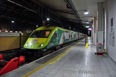 MKIV Set 4001 at Connolly Platform 2 during gauging trials. Wed 18.02.15