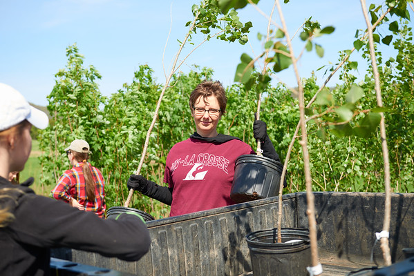 2017_UWL_Biology_Tree_Restoration_Meredith_Thomsen_Flood_Plain_0030