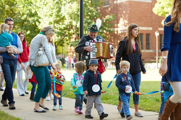 2016_UWL_Child_Care_Center_Oktoberfest_Parade_137