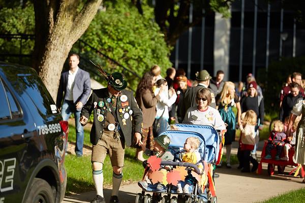 2016_UWL_Child_Care_Center_Oktoberfest_Parade_034
