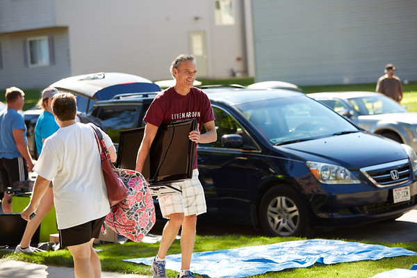2016_UWL_Freshman_Move_in_Day_Welcome_Week_038