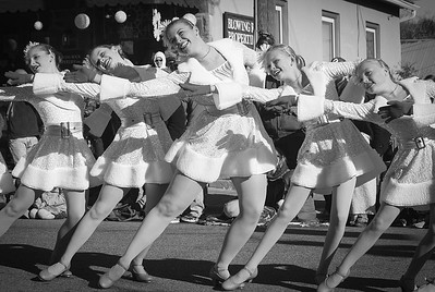 Street Dancing by Chris Boyd   Score: 10