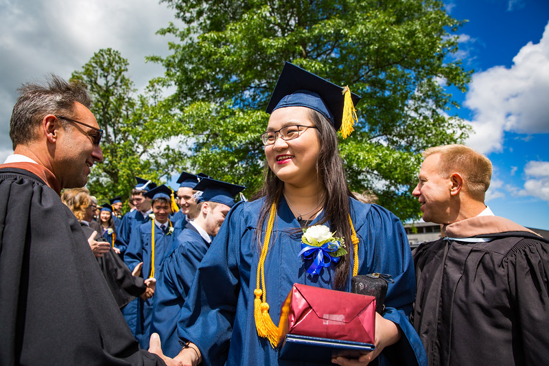 "Graduate Yunqui ""Vicky"" Liu"