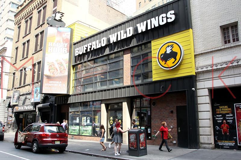664400477SM055_Buffalo_Wild