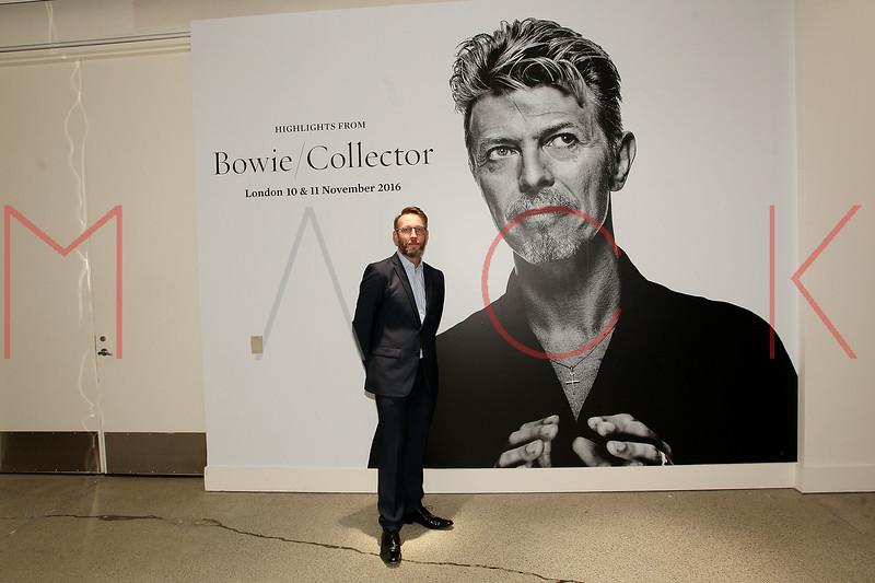 672103051SM006_Bowie_Collec