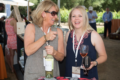 Karen Cakebread opens a bottle of her Ziata wine for Julia Gomez Sanchez.   Photo by Bob McClenahan for the Napa Valley Vintners